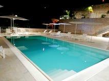 Una piscina elegante fotos de archivo