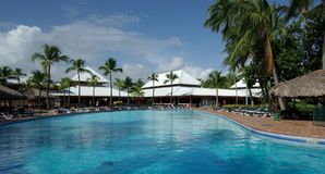 Una piscina está en un hotel reservado Foto de archivo