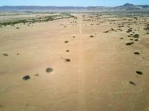 Una pista de la suciedad en Onyuva, Namibia Imágenes de archivo libres de regalías