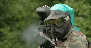 Una pistola en el equipo verde que tira la odisea 7Q del enemigo 4K FS700 metrajes