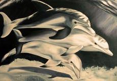 Una pittura di un olio subacqueo di tre delfini su tela su seppia Fotografia Stock