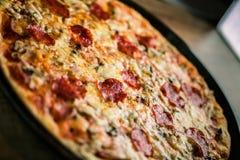 Una pizza deliciosa foto de archivo libre de regalías