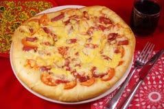 Una pizza grande Imágenes de archivo libres de regalías