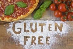 Una pizza libera del glutine su fondo fotografie stock libere da diritti