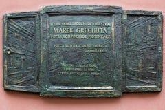 Una placa conmemorativa en la pared de una casa en Zamosc Imagenes de archivo