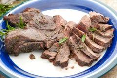 Una placa de la carne verdadera de los alces, plato único Imágenes de archivo libres de regalías