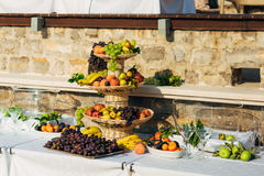 Una placa de la fruta en el banquete de la boda Fotografía de archivo libre de regalías