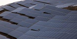 Una planta de energía solar Imagen de archivo libre de regalías