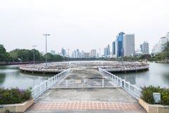 Una plataforma circular en el parque de Benchakitti, Bangkok, Tailandia Imagenes de archivo