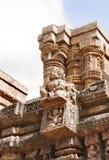 Una plataforma proyectada con la señora que se sienta, templo de Sun Foto de archivo libre de regalías