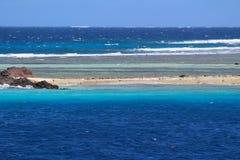Una playa de una isla tropical, Fiji fotos de archivo