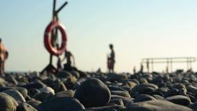 Una playa de la tabla del Mar Negro y del cielo de la puesta del sol almacen de metraje de vídeo