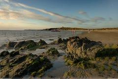Una playa en Anglesey Fotos de archivo libres de regalías