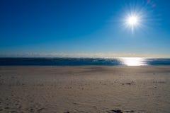 Una playa vacía en invierno fotografía de archivo libre de regalías