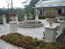 Una plaza con la fontana, supporto Austin Playground, Victoria Peak, Hong Kong immagini stock