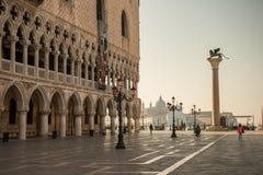 Una plaza en Venecia Italia Fotos de archivo