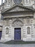 Una porta blu sbalorditiva vicino al Panthéon, Parigi fotografia stock
