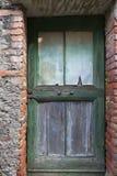 Una porta sgangherata Fotografie Stock Libere da Diritti