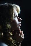 Una preghiera bionda della ragazza Fotografia Stock