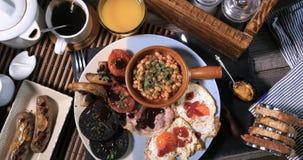 Una prima colazione inglese in pieno cucinata Immagini Stock Libere da Diritti