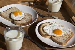 Una prima colazione su un vassoio Immagini Stock