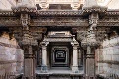 Una prospettiva del punto a Adalaj Stepwell a Ahmedabad fotografia stock libera da diritti