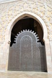 Una puerta adornada en la mezquita de Hassan II en Casablanca Imagenes de archivo