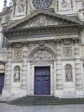 Una puerta azul imponente cerca del Panthéon, París fotografía de archivo