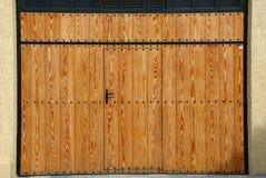 Una puerta de madera Fotos de archivo