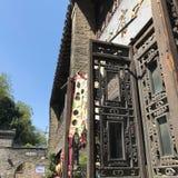 Una puerta de madera vieja imagen de archivo
