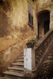 Una puerta francesa y una escalera Foto de archivo