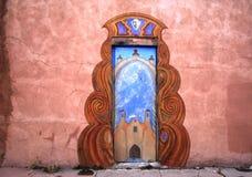 Una puerta ornamental en New México Fotos de archivo libres de regalías