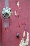 Una puerta roja vieja del estilo chino Foto de archivo libre de regalías