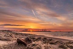 Una puesta del sol anaranjada Fotografía de archivo libre de regalías