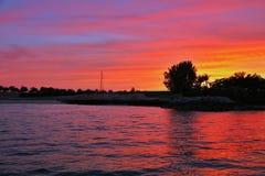 Una puesta del sol carmesí Fotos de archivo libres de regalías