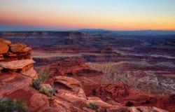 Una puesta del sol de Canyonland imagen de archivo
