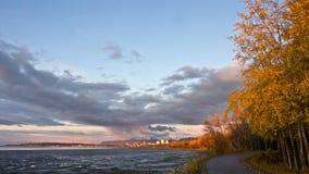Puesta del sol sobre Anchorage fotografía de archivo