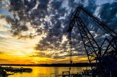 Una puesta del sol en el Danubio foto de archivo