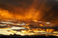 Una puesta del sol en Kamchatka. Fotos de archivo libres de regalías