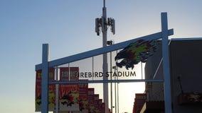 Una puesta del sol hermosa en el estadio de Firebird en Scottsdale, Arizona fotografía de archivo