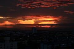 Una puesta del sol hermosa en Vila Velha /ES foto de archivo