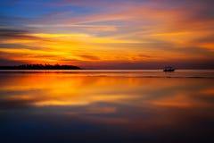Una puesta del sol mágica en Fiji Fotos de archivo libres de regalías