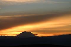 Una puesta del sol más lluviosa del Mt Imágenes de archivo libres de regalías
