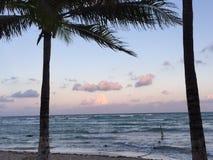 ¡Una puesta del sol mexicana asombrosa de la playa! Imagen de archivo