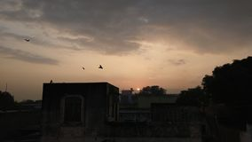 Una puesta del sol preciosa foto de archivo