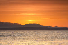 Una puesta del sol tiró en los jardines de oro parquea en Seattle, Washington fotos de archivo
