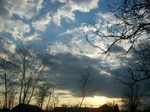 Una puesta del sol triste de un día de verano en Rumania del este fotos de archivo libres de regalías