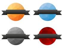 Una raccolta di 4 ha isolato i distintivi poligonali bassi variopinti con grey illustrazione di stock