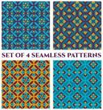 Una raccolta di 4 modelli senza cuciture decorativi del damasco delicato con l'ornamento geometrico delle tonalità arancio e viol Fotografie Stock