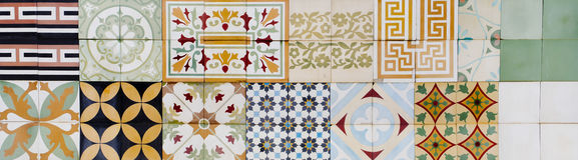 Una raccolta di 9 piastrelle di ceramica Fotografie Stock Libere da Diritti